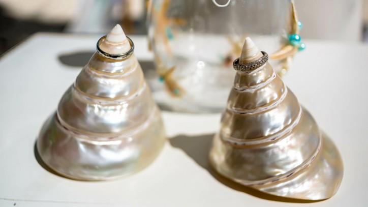 Nautical Calipso Wedding Deocoration + DIY Shells Bridal Bouquet – Read more