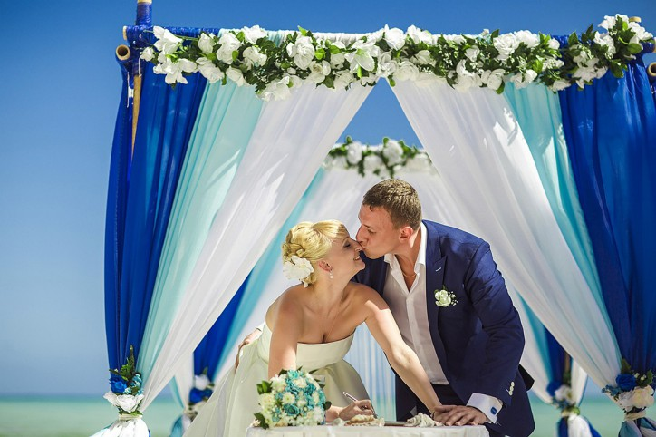 Official wedding ceremony on the beach {Nastya+Vladimir}