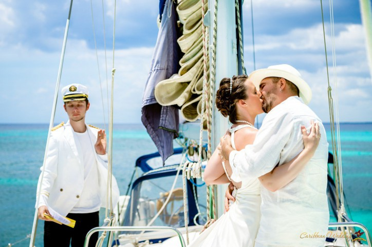 Wedding on the Island Catalina and Catalinita on the sailing boat
